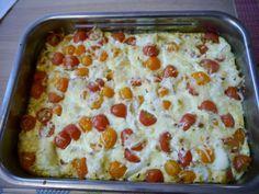 Oven-omelet met bloemkool en tomaatjes, serveren met een frisse salade
