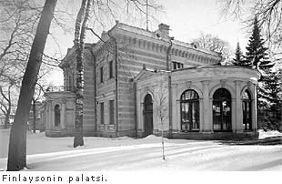 Finlaysonin palatsi - Tampere | Nykyinen Finlaysonin palatsi rakennettiin 1899 kaupunginarkkitehti Lambert Pettersonin piirustusten mukaan William (Wilhelm) von Nottbeckin pojan Alexanderin asunnoksi. Kivestä rakenettu talo on kaksikerroksinen ja tyyliltään uusrenessanssia.