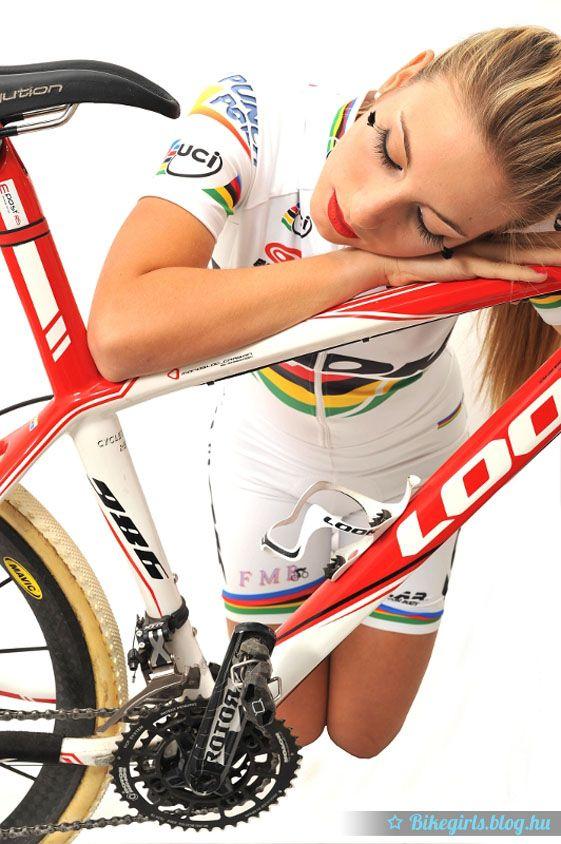 Pauline Ferrand-Prevot neve a hazai mountain bike rajongóknak csenghet ismerősen, hiszen a legjobb hazai női hegyibringás Benkó Barbara vívott vele nagy csatát az idei világkupa futamain, amelyet végül a francia lány nyert meg, míg Barbi második helyet szerezte meg. Az elsőség alkalmából készült fotósorozat Pauline...