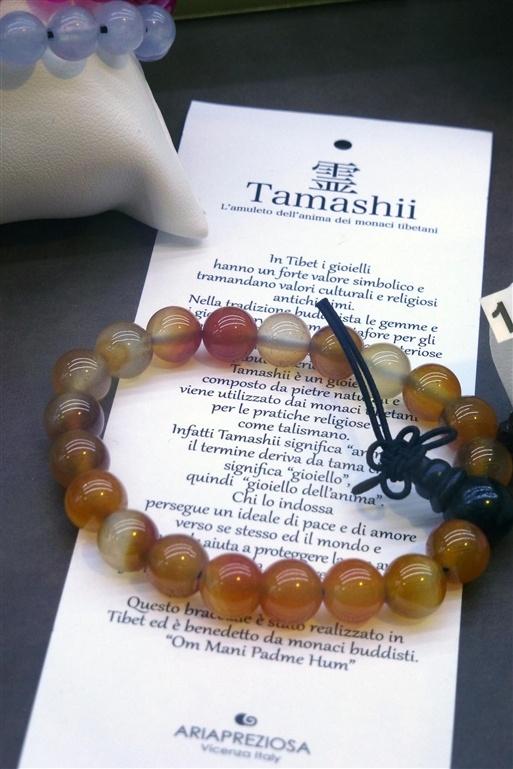 """TAMASHII ...  il """"gioiello dell'anima"""" è un bracciale composto da pietre naturali e viene utilizzato dai monaci tibetani per le pratiche religiose come talismano. Chi lo indossa persegue un ideale di pace e di amore verso se' stesso ed il mondo ed il bracciale aiuta a proteggere la sua anima, a farla crescere, farle trovare un ruolo ed un senso della vita. Ogni bracciale e' stato realizzato in Tibet ed è benedetto dai monaci buddhisti. """"Om Mani Padme Hum""""."""