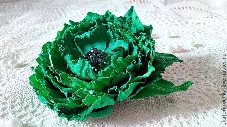 """Купить Брошь """"Изумрудная россыпь"""" - зелёный, брошь, брошь цветок, брошь из ткани, брошь из замши"""
