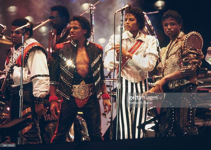 GARDEN Photo of Michael JACKSON and JACKSON FIVE, L-R Tito, Marlon, Michael and Randy Jackson performing on stage - Jackson 5 Victory Tour