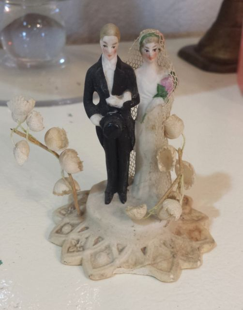 Antique Wedding Toppers In Cake