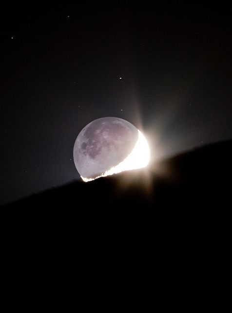 The Moonset & EarthShine . Astrophotography by Taha