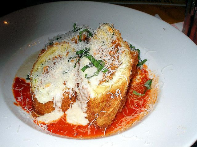 Planet Hollywood LA Lasagna  Copycat Recipe    Serves 5   MEAT SAUCE  4 tablespoons olive oil  1 1/3 pound italian sausage  1...