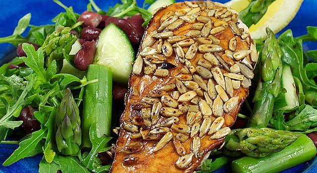 Solsikkefrøpanert kyllingfilet med bønnesalat - Min trening | SATS ELIXIA