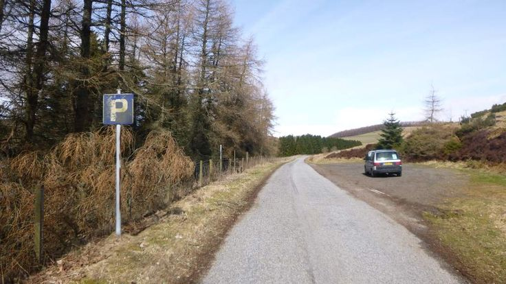 Access car park at the eastern shore, 400m away from the dam.