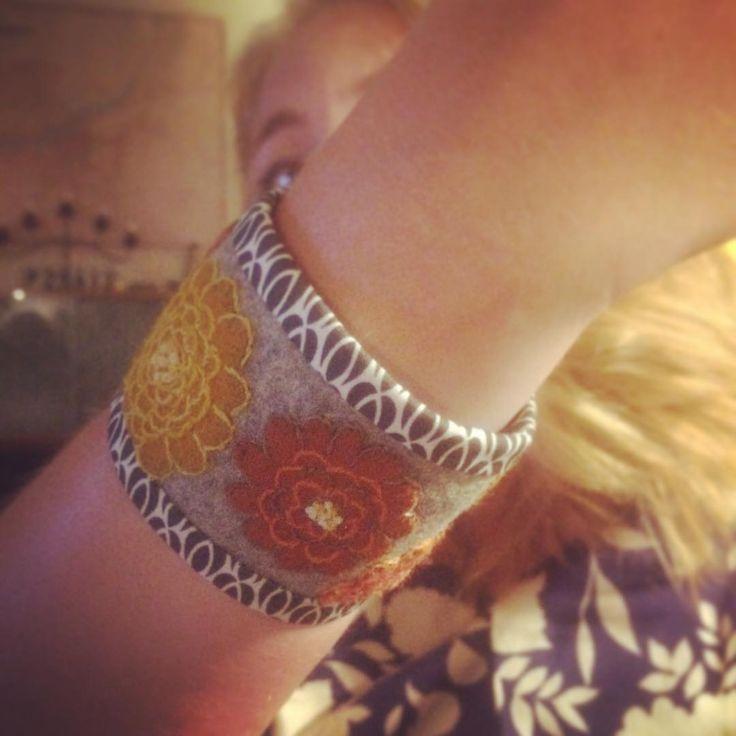 """""""Armbandet överlämnat till min kära vän Lina @pippilin2 . Evigt tacksam för din pepp och uppmuntran.  The bracelet is done and my dear friend Lina has…"""""""