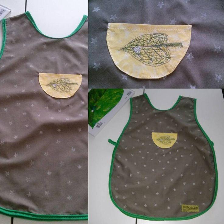 Vestiteria creativa creo oggetti e abbigliamento con materiali scartati, nuovi e…