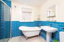 Bathroom: modern Bathroom by dwell design