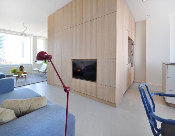 """tv oplossing in lange kamer. mooie oplossing voor """"loos"""" middendeel vd ruimte"""