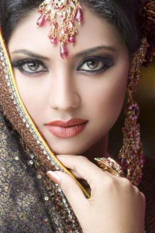 extraordinarily beautiful bollywood bride
