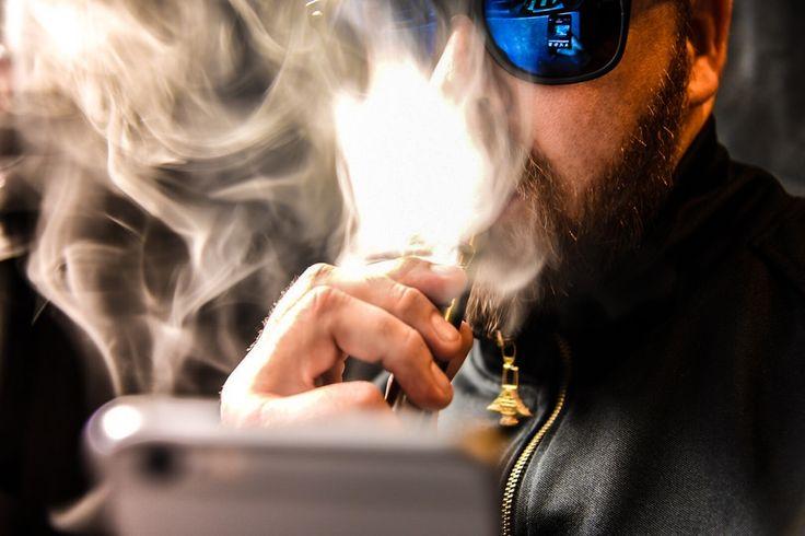 Учёные объяснили, почему вейпинг безопаснее курения сигарет http://kleinburd.ru/news/uchyonye-obyasnili-pochemu-vejping-bezopasnee-kureniya-sigaret/  Группа учёных из Великобритании пришла к заключению, что электронные сигареты безопаснее для здоровья человека, чем курение обычных сигарет. Как считают научные сотрудники, отказ от курения в пользу вейпинга в долгосрочной перспективе ведёт к значительному снижению потребления токсинов и канцерогенов. В ходе эксперимента британские…