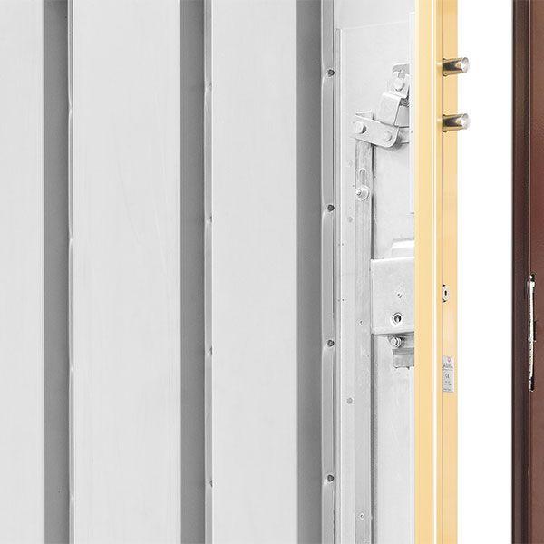 Refuerzo de chapa galvanizada en toda la cerradura http://www.cabma.es/puertas-seguridad/thor-20/
