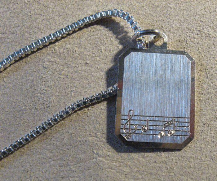 Online veilinghuis Catawiki: Sterling Zilveren muzieknoot hanger en ketting