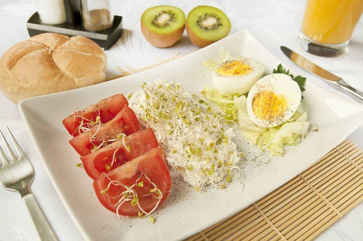 Kiireetön #aamiainen, viihtyisässä kahvilassa parhaiden ystävien kanssa antaa voimaa lomapäiviin. #breakfast #Aurinkomatkat #citybreak