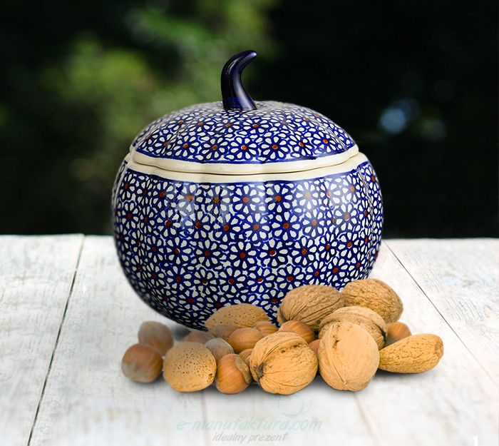 Pumpkin container. Traditional decoration number 120. Hand-painted using stamps.