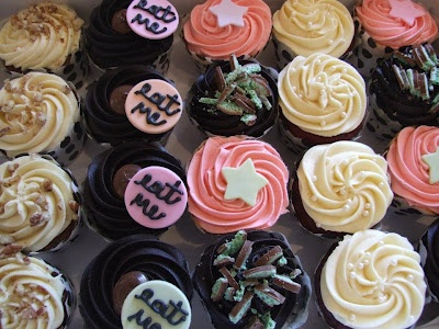 Carrot cake, chocolate nutella, chocolate mint, vanilla strawberry and red velvet cupcakes.