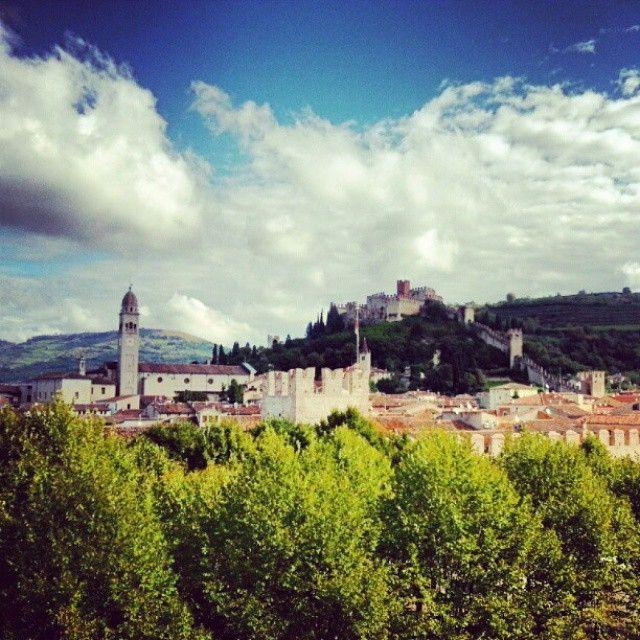 Il Castello di Soave visto dalle nostre camere. #Castello #Castle #History #MedievalTime #Soave #Verona #Veneto #Italy #HotelRoxyPlaza