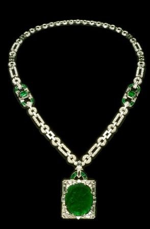 The stunning Mackay Emerald was mined in Muzo, Colombia. The finest emeralds are found in the region around Muzo and Chivor, Colombia.  These green gems were used by indigenous peoples for at least 1,000 years before the arrival of the Spanish conquistadores in the 16th century.  Although spurred primarily by their passion for gold and silver, the Spanish quickly recognized the potential of the exquisite green crystals and took control of the mines.: Colombian Emeralds, Art Deco Jewelry, Emerald Necklace, Finest Emeralds, Mackey Emerald, Green Gems, Mackay Emerald