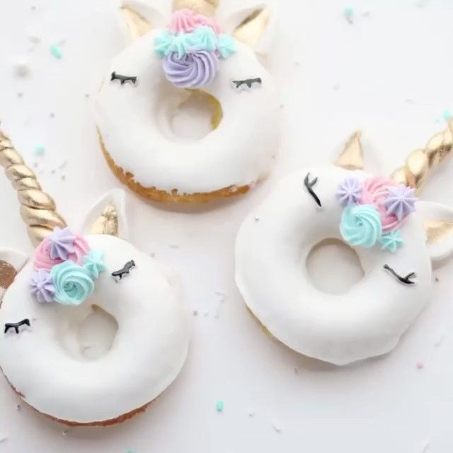 I have been waiting for these!!! Unicorns doughnuts 🦄💕 I knew someone would make them and they are just as beautiful as I thought they would be! Well done @christinascupcakes 🦄💕🌟#unicorns🦄 #unicornsdoughnuts #gorgeous #unicorncake #unicorncupcakes #sweet #treat#doughnuts #wow