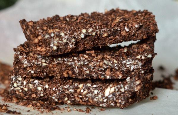 Kolejny dietetyczny majstersztyk - pyszne chrupiące batony o smaku orzechów i czekolady z kawową nutką. Jak zwykle same zdrowe składniki. Przepis czytelnic