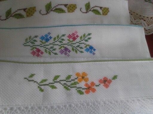 toallas de mano bordadas en punto de cruz