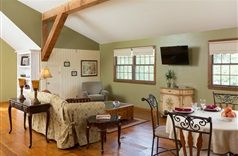 Cedar Crest Lodge in Pleasanton, Kansas | B&B Rental