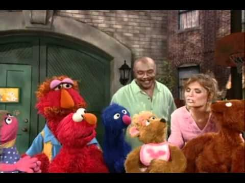 Potty Training song with Elmo - 'boys do it, girls do it' Very catchy this one!