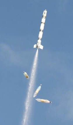 Water Rocket - How it works - Drop Away Boosters Awesome DIY water rockets with drop-away boosters