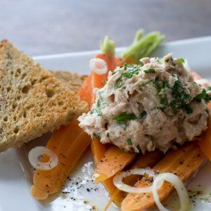 Tunmousse med citrondampede gulerødder opskrift