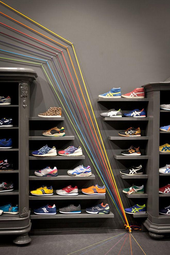 Run Colors sneaker store by Mode:lina Architekci