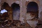 1996. Ruinas de la iglesia de Peñarrubia, fotografia obtenida cuando bajan las aguas del pantano.Es29072ADPMDP-11-2-83