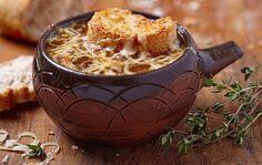 Сделано со вкусом: блюдо традиционной французской кухни. Луковый суп (Soupe à l'Оignon)
