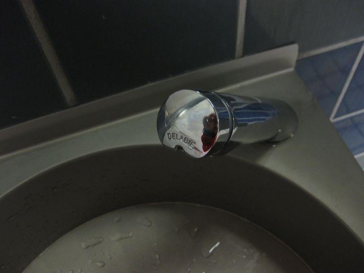 Delabie Malli 740500 7 sekunnin katkaisijalla. Sekoitetun veden hana. Käytössä vuodesta 2012..