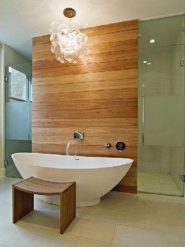 Déco salle de bain zen paroi douche italienne en teck et verre sablé