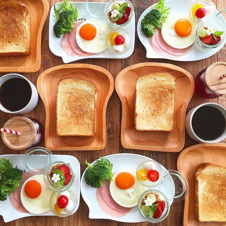 May.5 today's breakfast + レモン酵母の山食厚切りトースト ハムエッグ カプレーゼ ヨーグルト+グラノーラ であさごはん + 出発の朝で冷蔵庫の中も空っぽなので簡単に 息子が用意した荷物チェックしてたら 虫メガネとか懐中電灯がごろごろ出てきた どこ行くねん(。-艸-。) それでは、行ってきます◡̈⃝⋆* + #おうち#おうち時間#おうちじかん#おうちごはん#あさごはん#朝ごはん#breakfast#朝時間#goodmorninggoodbreakfast#おうちパン#手作りパン#自家製酵母パン#レモン酵母#山食#おうちカフェ#おうちcafe#スタジオエム#スタジオm#パン皿#パンが好き#weck#lin_stagrammer#delistagrammer#cookingram#foodpic#日々