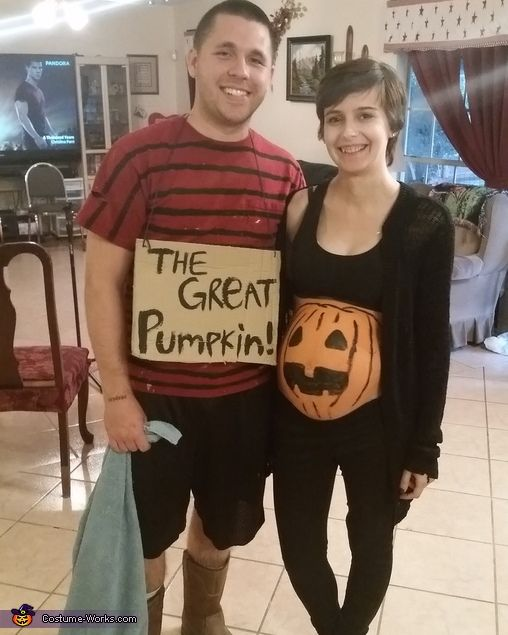 linus and the great pumpkin costume pregnancy costumesmaternity costumescostumes for couplesfamily costumeshalloween - Pregnant Halloween Couples Costumes