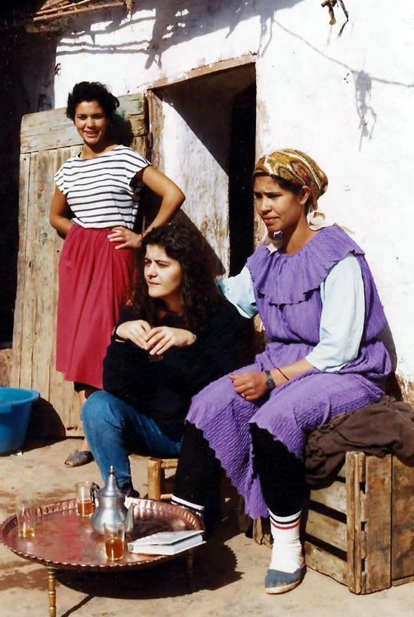 Africa. Marruecos. Pueblecito en el Atlas. Conversando
