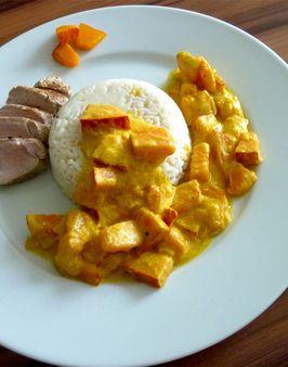 KÜRBISGEMÜSE -  Zutaten für 3 Personen: 700g Hokkaido Kürbisfleisch,  1 große Zwiebel,  Öl zum Anbraten,  200ml Wasser,  1 kleine Knolle Ingwer (ca. 20g),  200g saure Sahne,  Curry, Pfeffer, Salz.  Hier geht's zur Zubereitung: http://behr-ag.com/de/unsere-rezepte/rezeptdetail/recipe/kuerbisgemuese.html