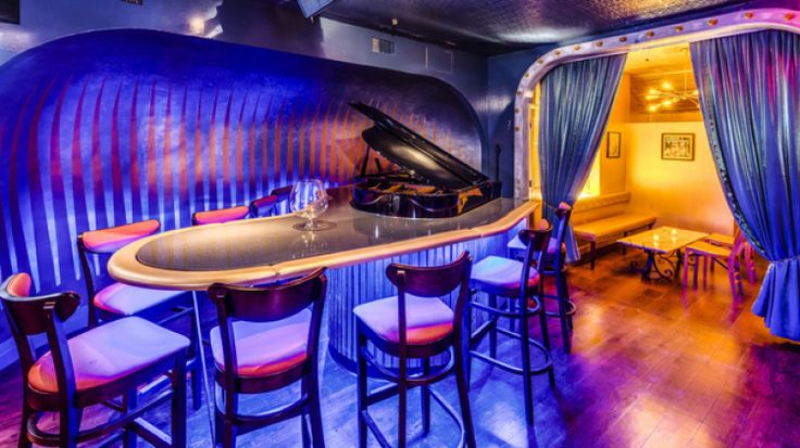 Find a piano bar in NYC with great karaoke and cabaret