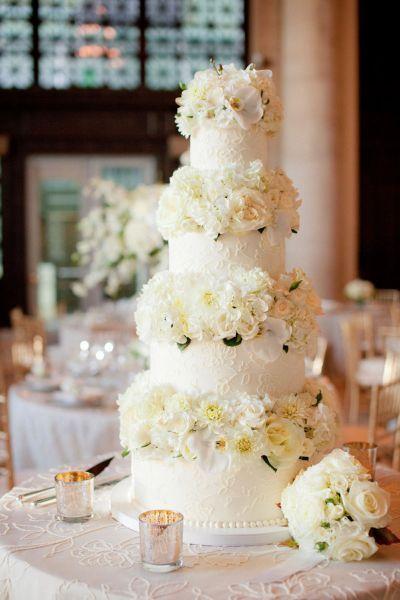 Torta nuziale con decorazioni floreali: per un matrimonio very chic! Image: 15