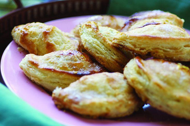 Empanadas de vigilia de 3  atun, de espinaca y de cebolla y queso