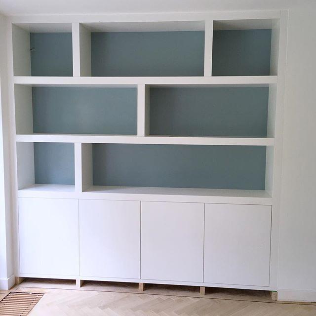 New project almost finished #inbouwkast #opmaatgemaakt #meubelmaker #timmerman #kastenwand #vakkenkast