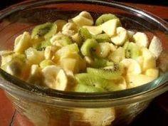 La salade de fruits, qui est un dessert peu calorique mais riche en fibres et en vitamines, peut se préparer tout au long de l'année. Grâce aux fruits de saison et aux fruits au sirop, on peut s'en régaler bien au-delà de l'été. Voici une recette simple et rapide de salade de fruits d'hiver. par Audrey