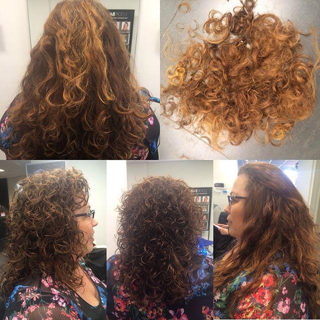Connie wilde een stuk van haar lengte af en graag de curlsys techniek!✂️ Dit is het verschil van voor & na met onze curlsys kniptechniek kijk maar meer informatie op www.e-style.nl  #estylehaarenzo @a.nouk_xx