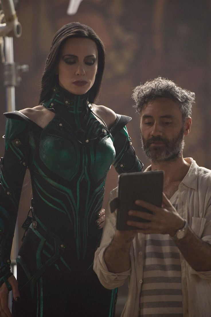 Look at Hela standing over him lol