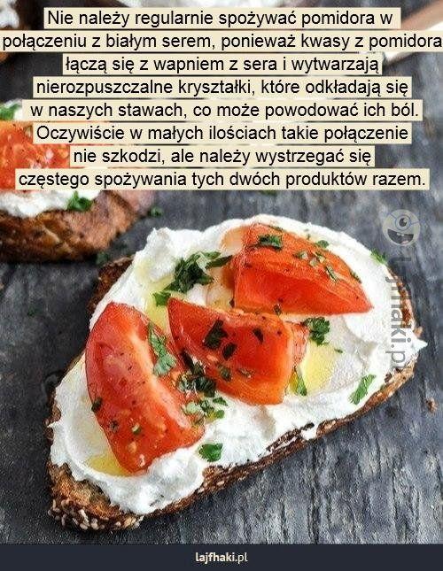 Lajfhaki.pl - Nie należy regularnie spożywać pomidora w  połączeniu z białym serem, ponieważ kwasy z pomidora łączą się z wapniem z sera i wytwarzają nierozpuszczalne kryształki, które odkładają się  w naszych stawach, co może powodować ich ból. Oczywiście w małych ilościach takie połączenie nie szkodzi, ale należy wystrzegać się częstego spożywania tych dwóch produktów razem.