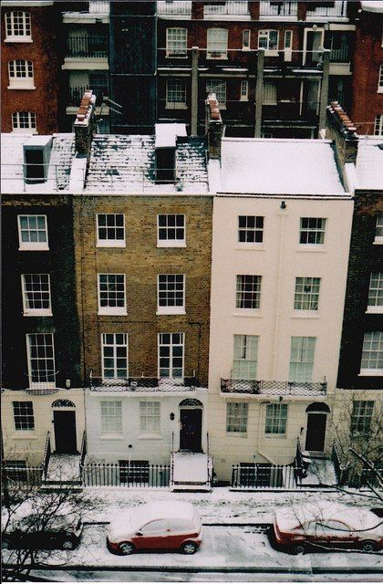I think it would be lovely to live in a apartment (house?) like this in Great Britan.