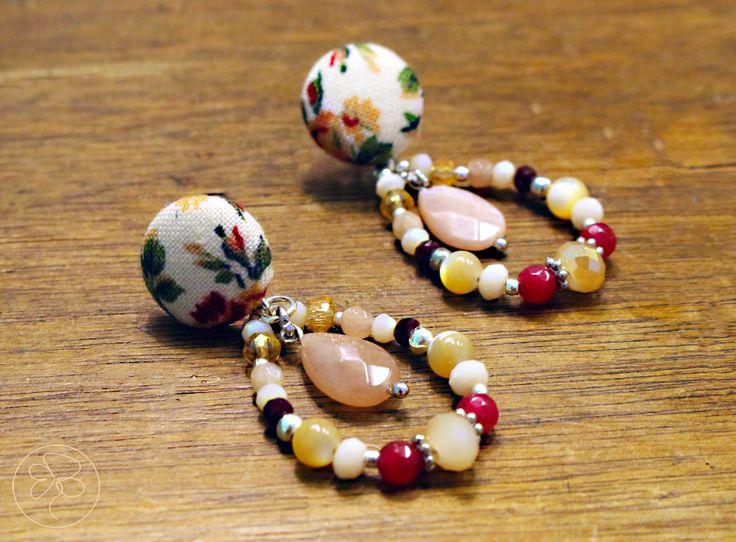 Orecchini toni delicati con pendente : Orecchini di barbara-del-rio